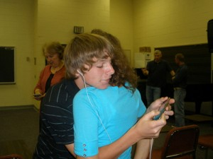 teen-hugging-mom-with-ipod